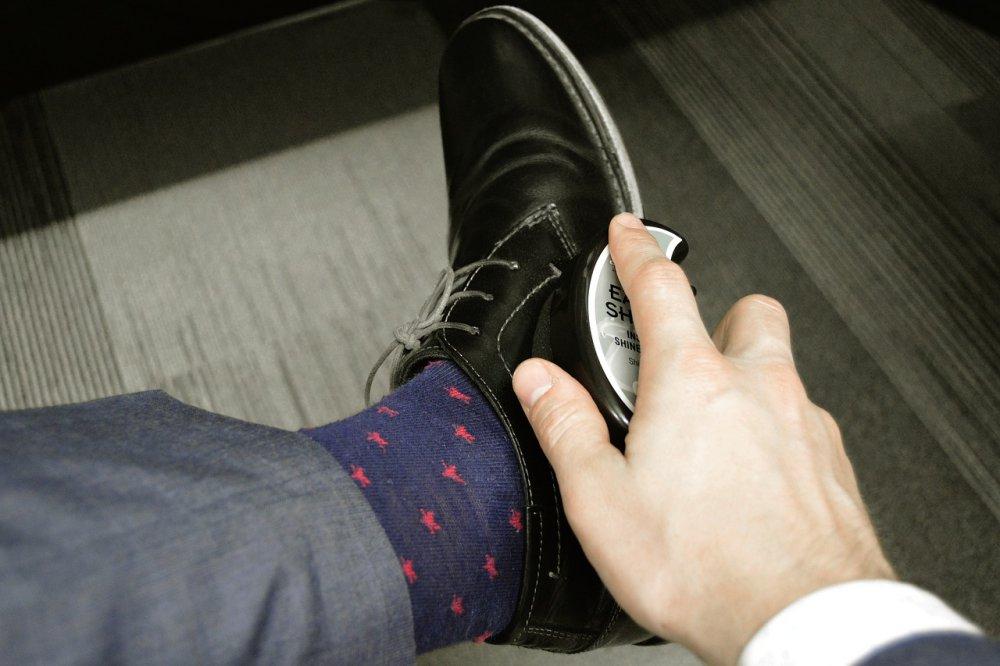 čistenie koženej obuvi